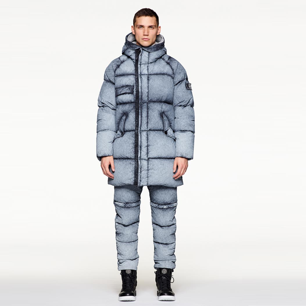 STONE ISLAND_TELA NYLON DOWN WITH DUST COLOUR FROST FINISH
