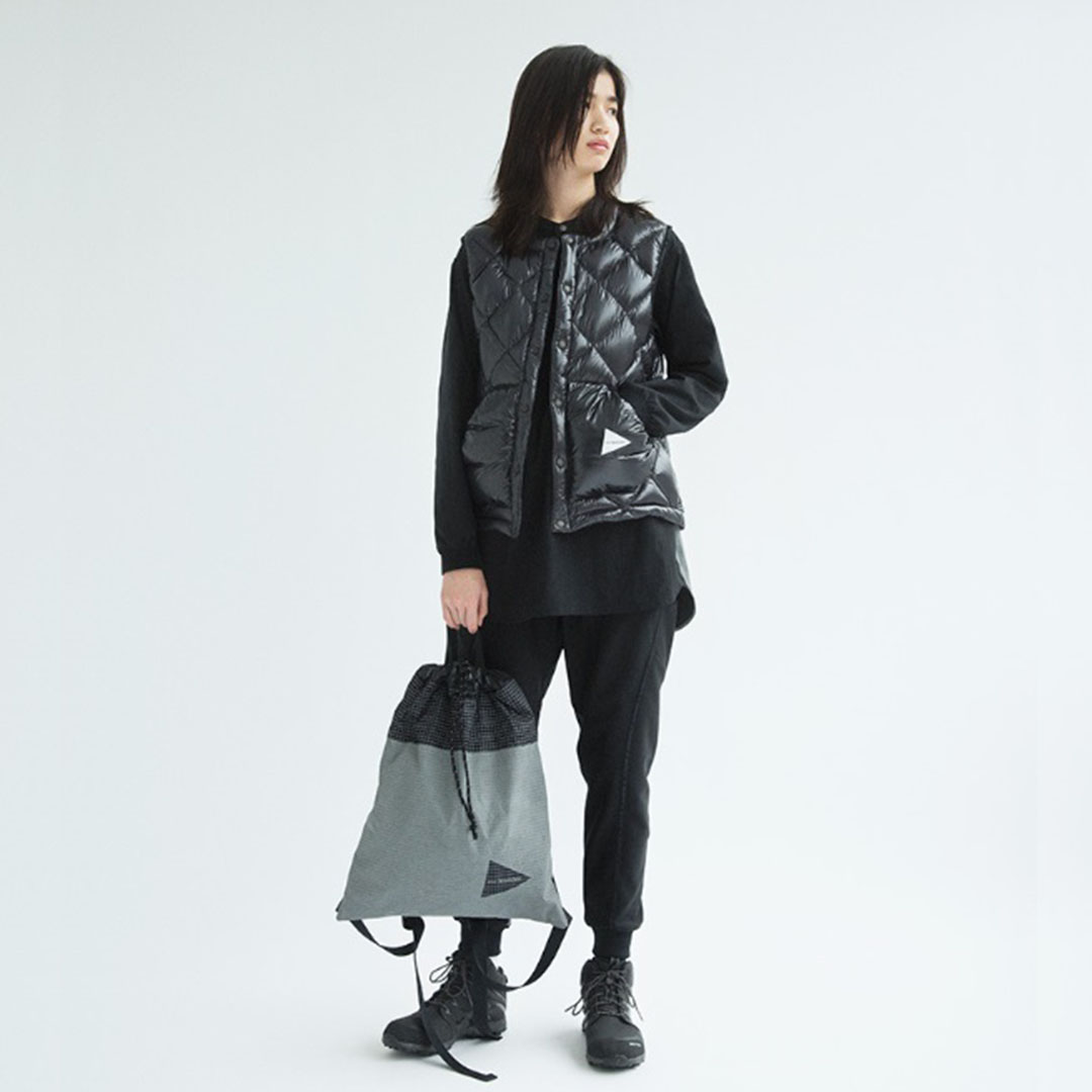 AND WANDER〈アンドワンダー〉DOWN VEST